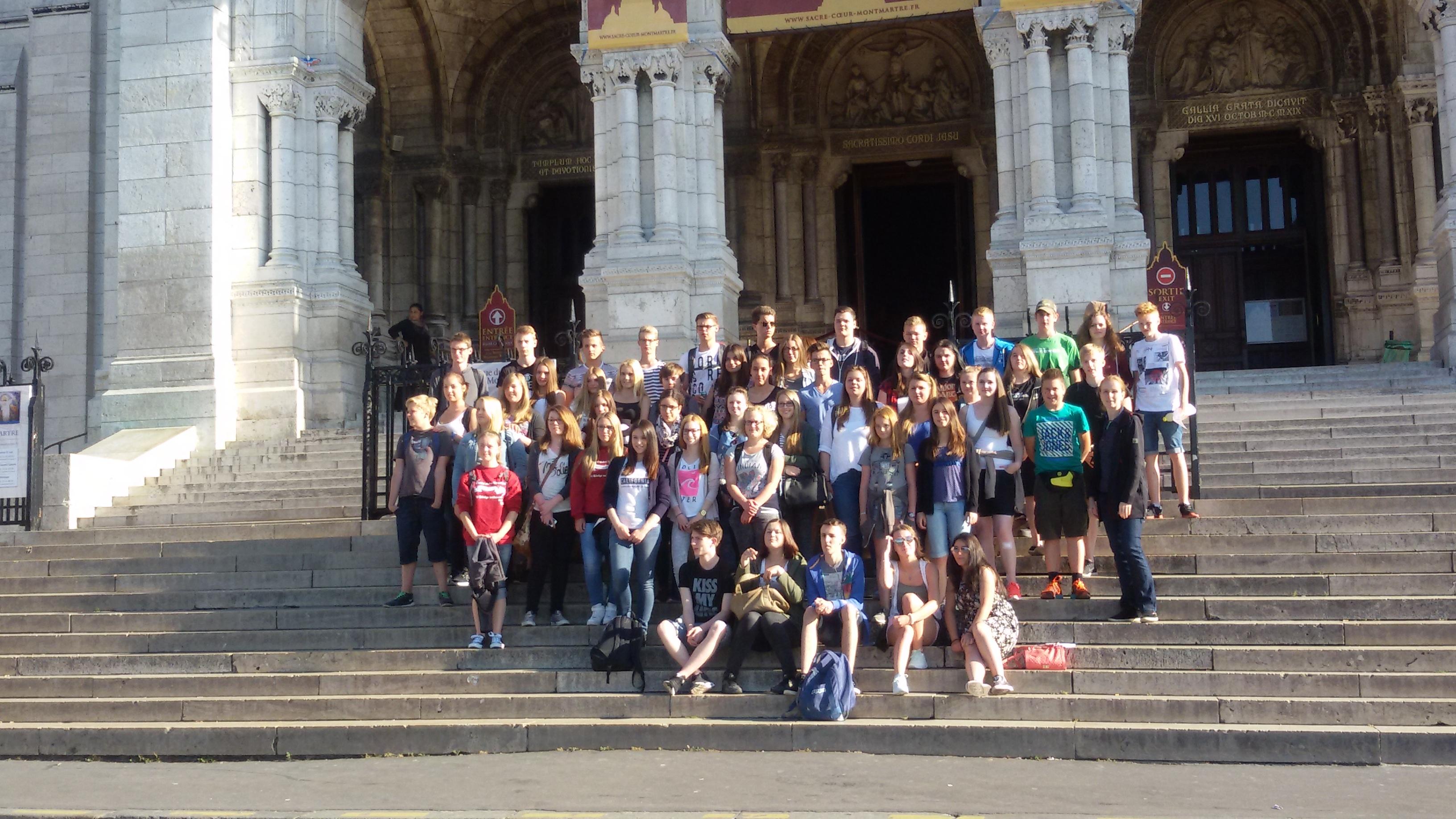 Gruppenbild vor dem Sacré-Coeur