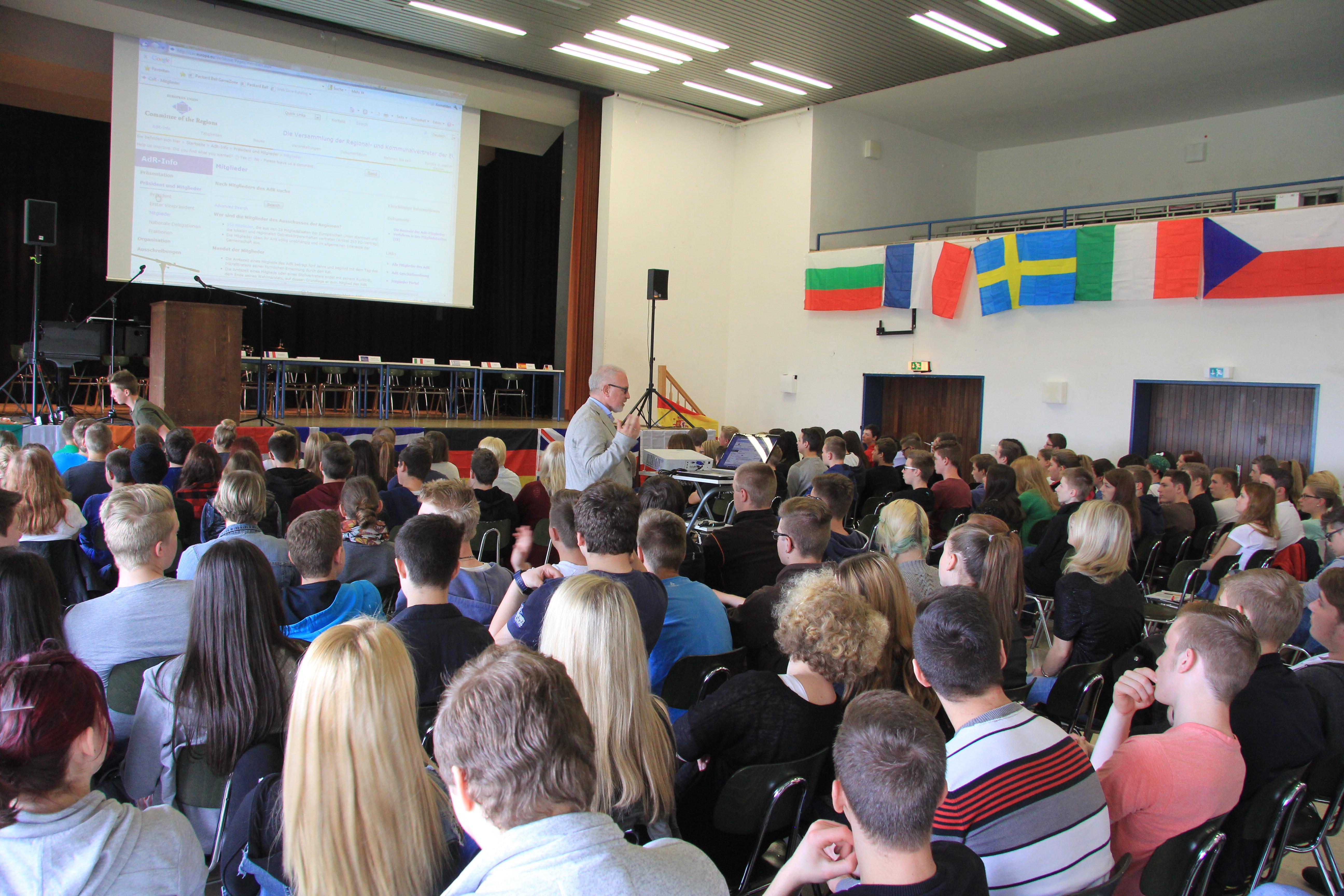 Herr Höfer stellt den Ausschuss der Regionen vor
