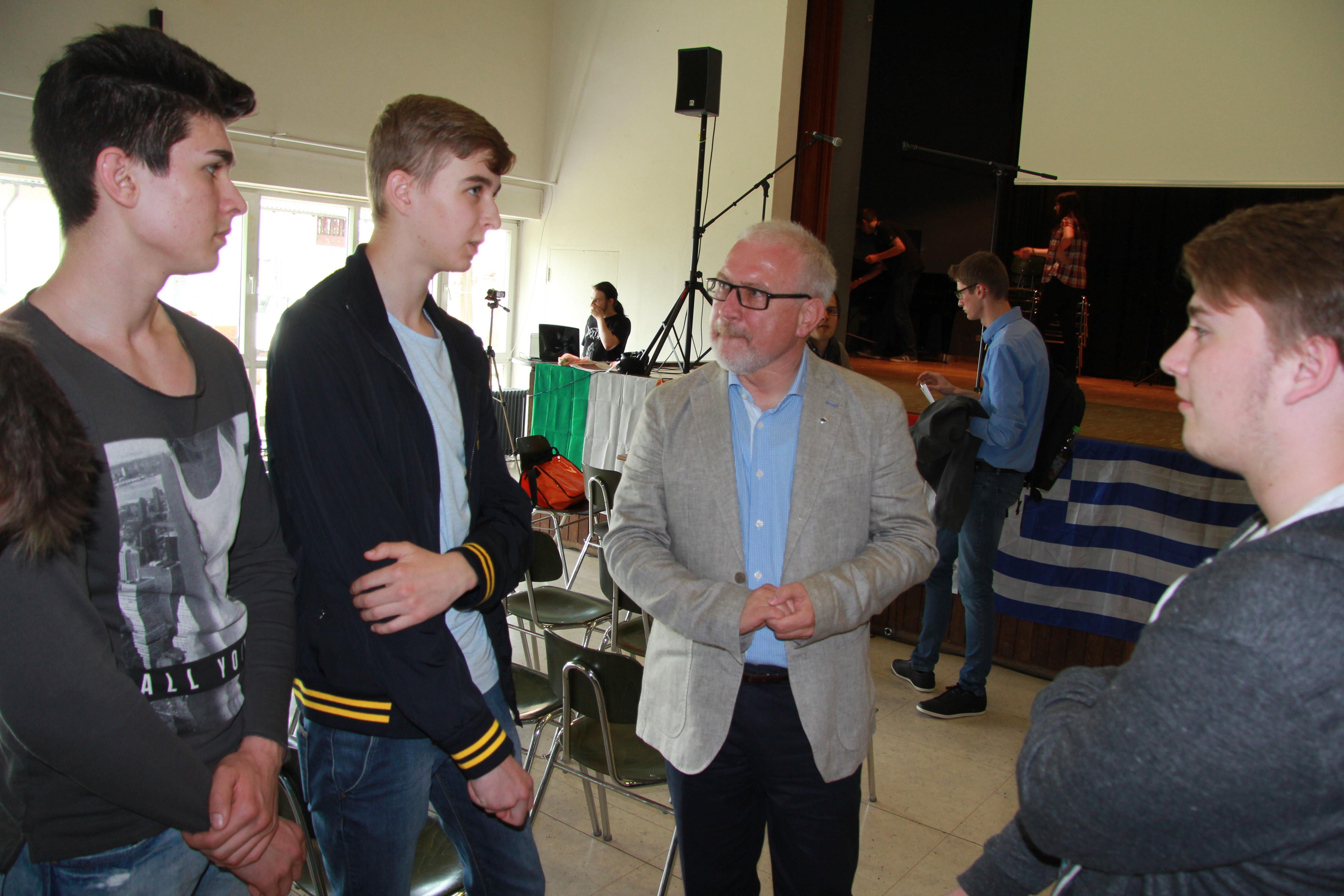 Herr Höfer nimmt die Jugendlichen sehr ernst